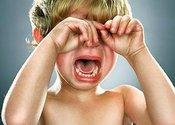 Main thumb baby cry